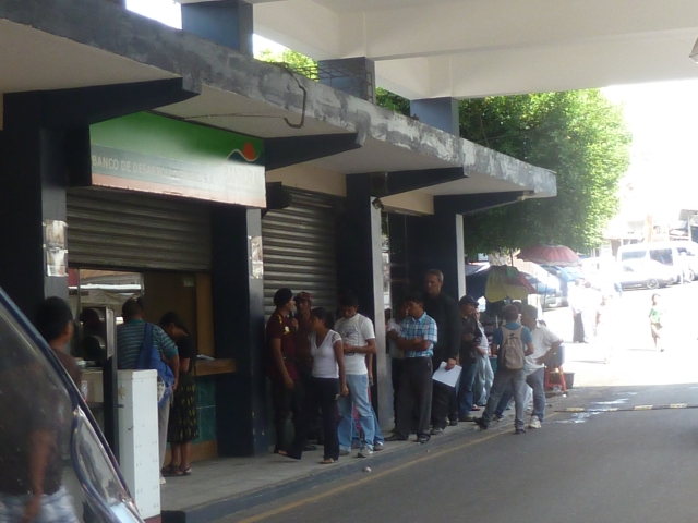 Waiting in line for the Banco